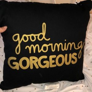 Good morning gorgeous pillow very good condition